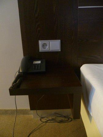 Mercure Hotel Hamm: Тумбочка не помешала бы