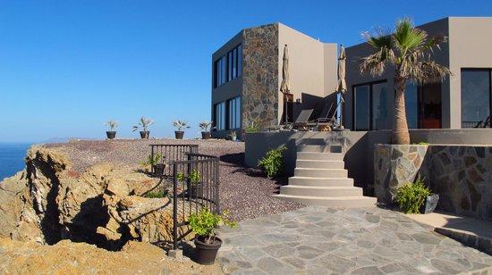 Arriba de la Roca: house on the rock