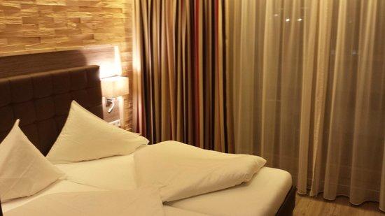 Hotel am Reiterkogel : Junior-Suite, Ansicht Schlafbereich mit Brick-Wand