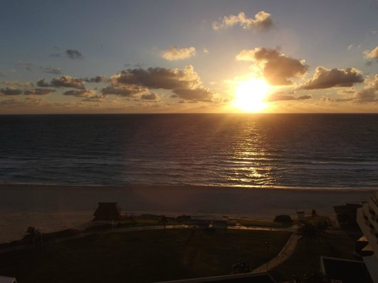 Iberostar Cancun: Sunrise from our room