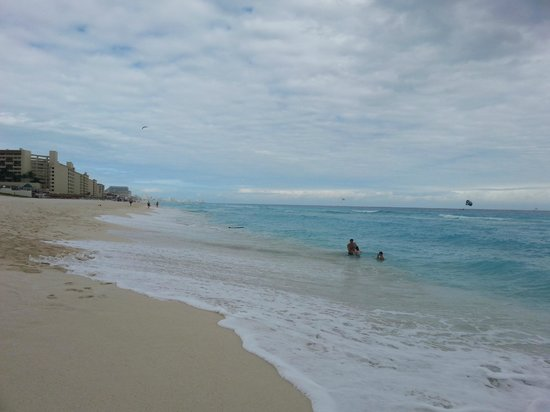 Iberostar Cancun: Beach on a cloudy day