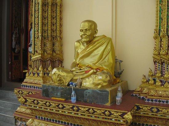 Wat Plai Laem : Золотой монах