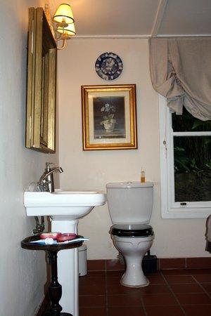 Goble Palms Guest Lodge & Urban Retreat: Bathroom
