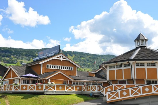 Hafjell Hotel & Apartments: Hotellet med Hafjell i bakgrunnen