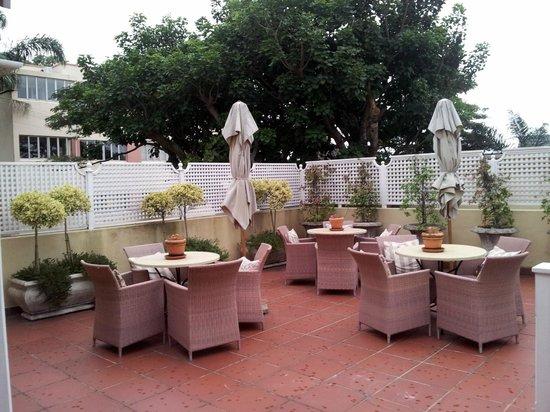 Goble Palms Guest Lodge & Urban Retreat: Terrace for breakfast