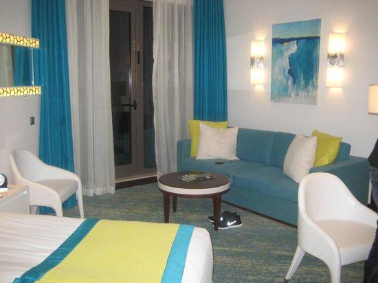 JA Ocean View Hotel: living area