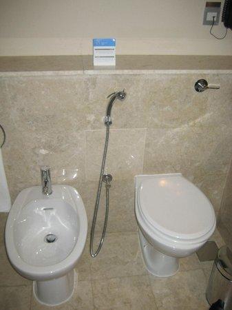 JA Ocean View Hotel: twin toilets