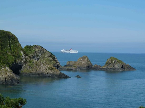 Cartref Hotel: Ferry Coming In