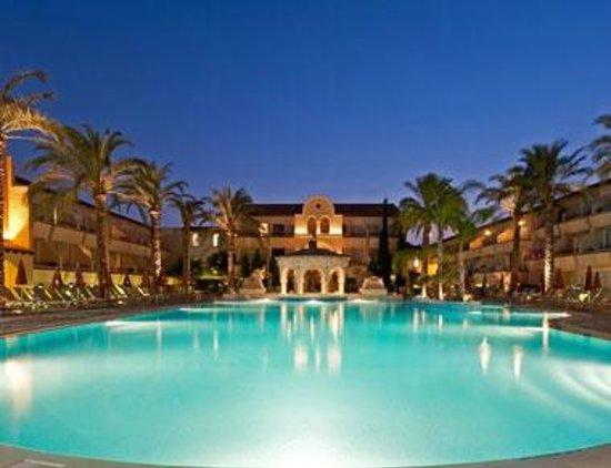 Napa Plaza Hotel: Бассейн отеля
