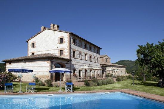 Country House Parco Ducale: esterno e piscina