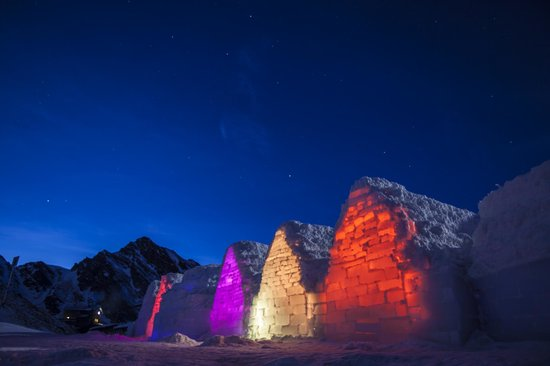 Ice Hotel Romania: Technicolor Dreamland