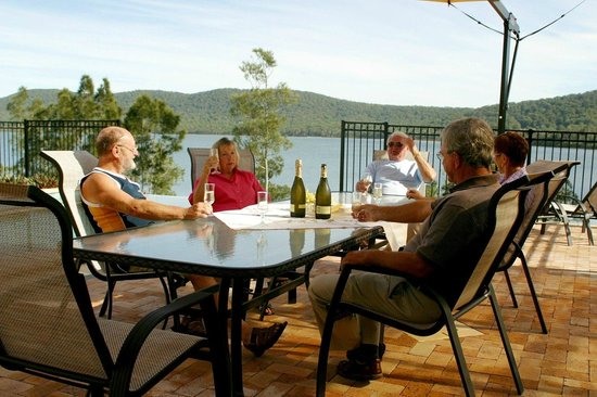 Whitby On Wallis : Relax around the pool and enjoy the lake