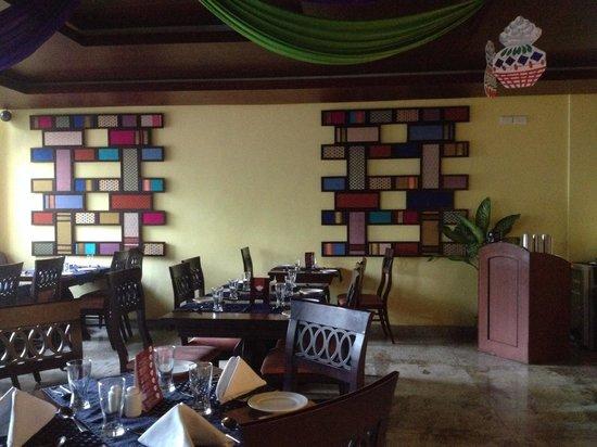 AHAARAM Multicuisine Restaurant : The decor of the restaurant is quite colorful