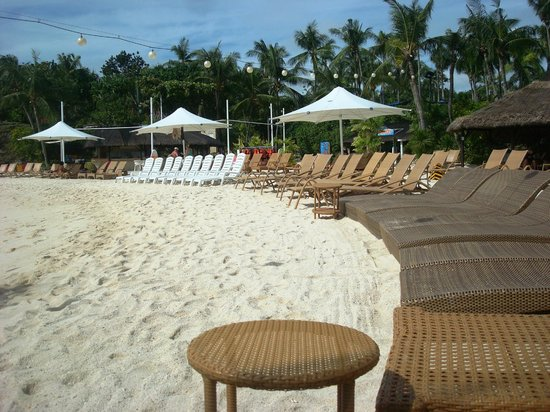 Shangri-La's Mactan Resort & Spa: white sand
