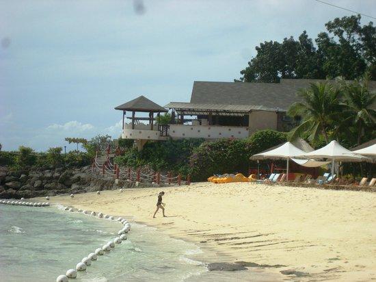 Shangri-La's Mactan Resort & Spa: early beach front