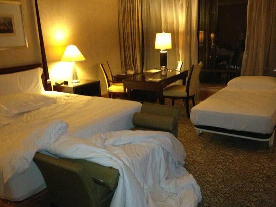 The Ritz-Carlton Jakarta, Mega Kuningan: extra bed for 'free'