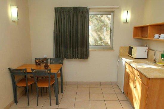 Tzuba Hotel: Family Room