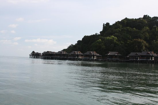 Pangkor Laut Resort : The resort from a boat