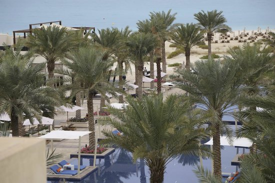 Park Hyatt Abu Dhabi Hotel & Villas : day time from the room looking over the grounds to the Gulf