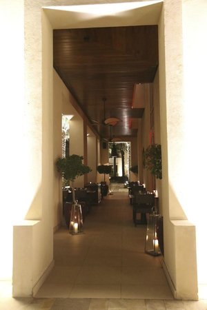 Park Hyatt Abu Dhabi Hotel & Villas : Hallways in the hotel