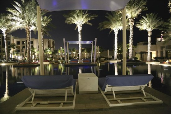 Park Hyatt Abu Dhabi Hotel & Villas : lovely strolling around the grounds after dinner