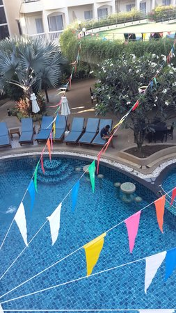 Palmyra Patong Resort: POOL VIEW