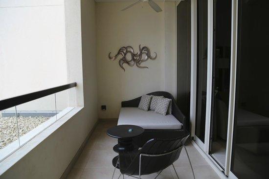 Park Hyatt Abu Dhabi Hotel & Villas : Balcony, open yet private.