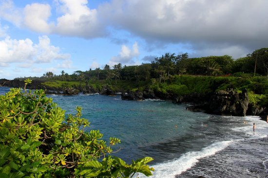 Wai'anapanapa State Park: The view from above the beach