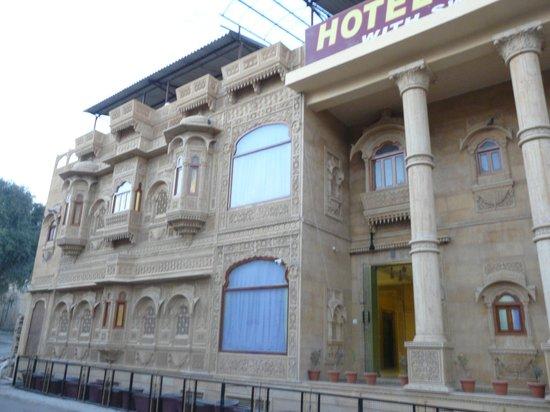 Treebo Rana Villa : Front of the hotel