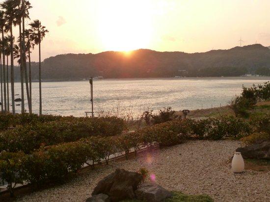 Marubun : 1階露天風呂からの夕日