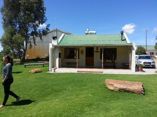 Langdam-in-Koo Guest Farm : simple and clean accommodation. Includes all the amenities you need with a little fireplace.