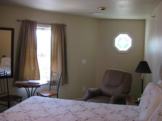 Heidi Motel: Bedroom Pix-b