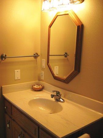 Heidi Motel: Bathroom Sink Area