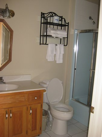 Heidi Motel: Bathroom