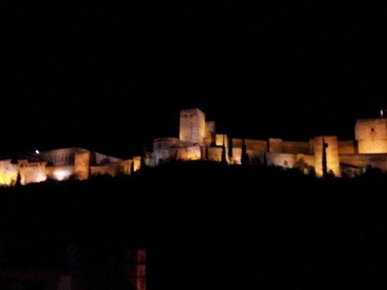 Alhambra Apartamentos Turísticos: Alhambra desde ventana