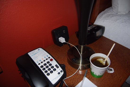 Hampton Inn and Suites - Dallas Allen: Plenty of electrical outlets
