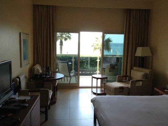 Radisson Blu Resort Fujairah : Room, small terrace, ocean view