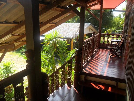 Phongsavanh Resort : Upstairs balcony