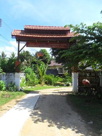 Phongsavanh Resort: Entrance to the Resort