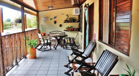 Hotel Perico Azul : Porch