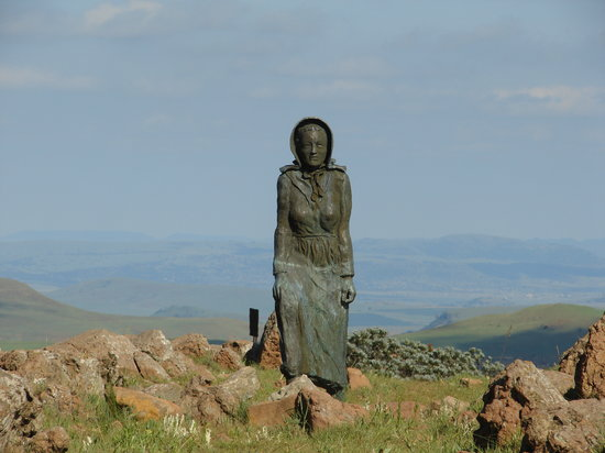 Platberg Harrismith Backpackers: Kaalvoet Vrou Monument