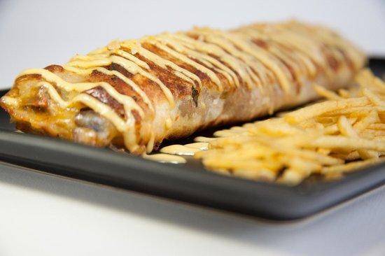 La Alvaroteca: rulo de carrillada ibérica, bacon, queso y ras el hanout