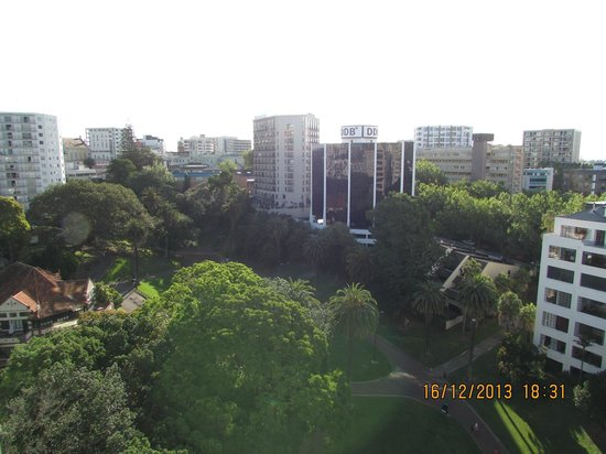 Quest Auckland Serviced Apartments: View from room balcony on the park