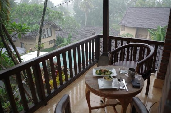 Jati 3 Bungalows: Balkon