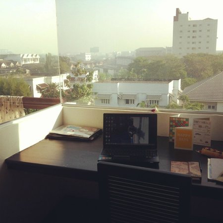 Siam Piman Hotel: the work desk and lovely view