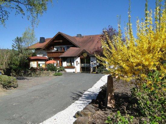 Landhaus Sonnenhof: Haupteingang im Frühling