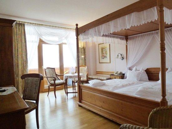 Landhaus Sonnenhof: Zimmerbeispiel mit Himmelbett