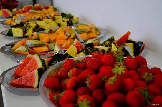 Village Vacances Cap France La Rivière : Buffet de fruits