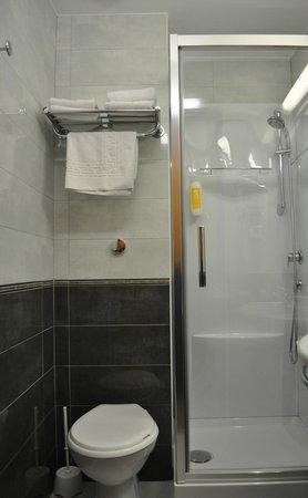 Ptit Dej Hotel : salle de bain