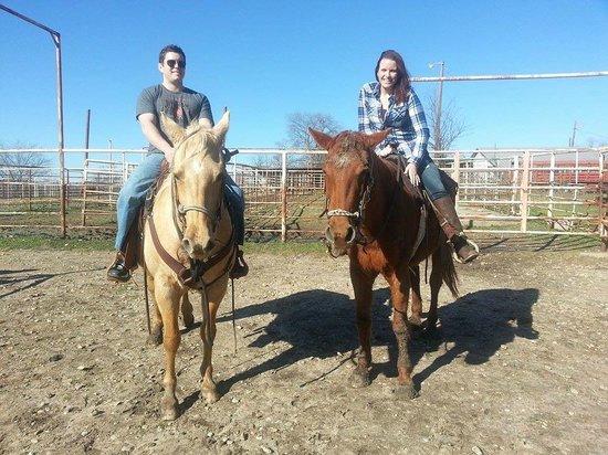 Crandall, เท็กซัส: Riding